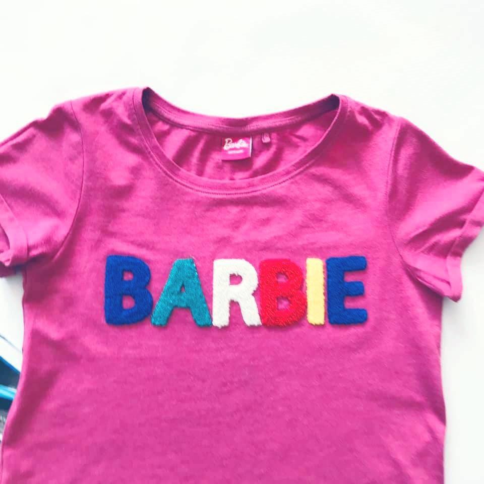 Стильная next футболка barbie с объемными мягкими буквами на р140/146 фото №3