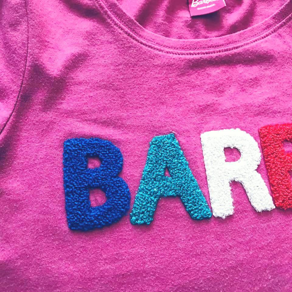 Стильная next футболка barbie с объемными мягкими буквами на р140/146 фото №4