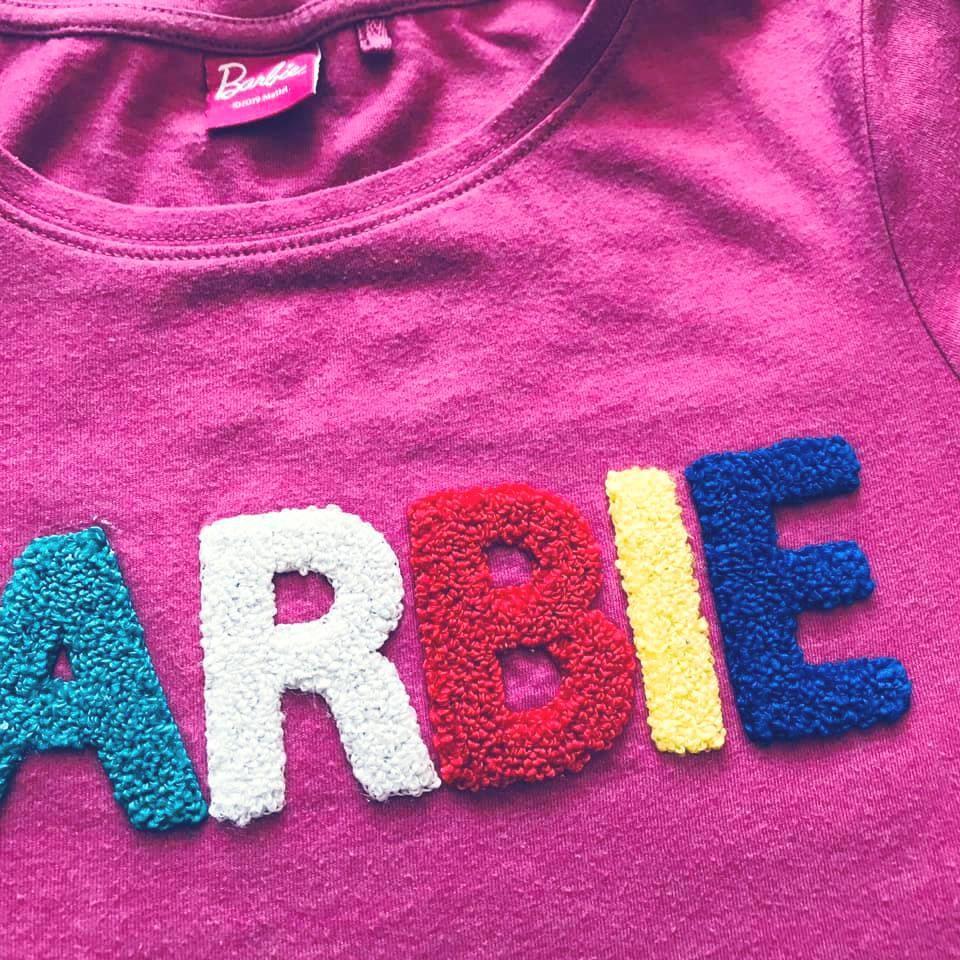 Стильная next футболка barbie с объемными мягкими буквами на р140/146 фото №5