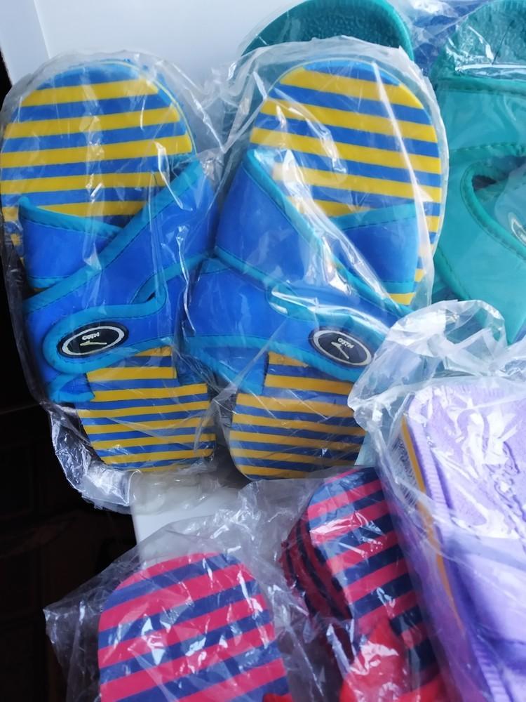 Шлепанцы шлепки детские, тапочки пляжные. разные модели и расцветки. новые фото №3