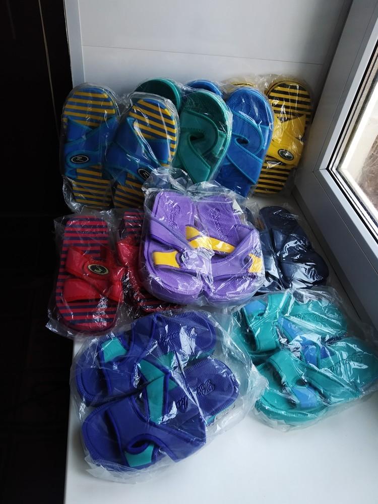 Шлепанцы шлепки детские, тапочки пляжные. разные модели и расцветки. новые фото №4