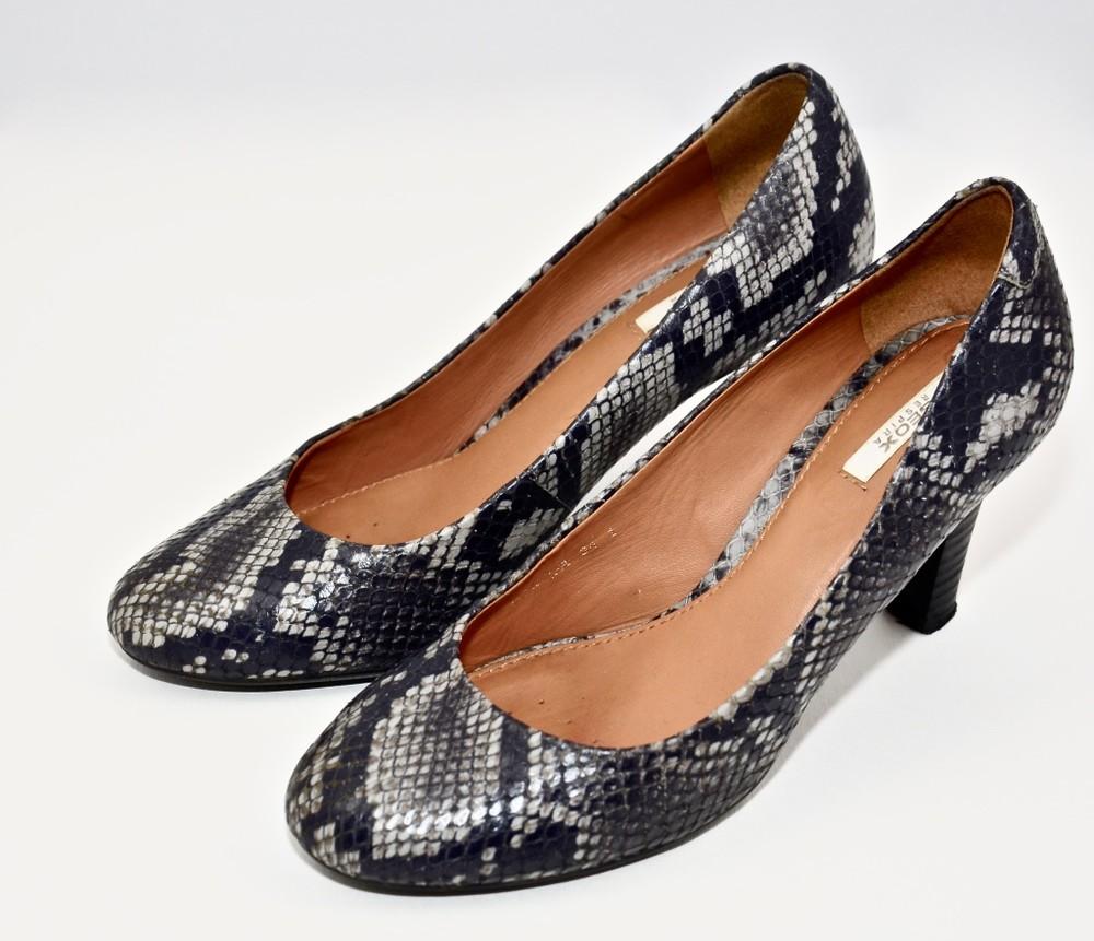 Б/у фирменная обувь в идеальном состоянии. размер 36 фото №3